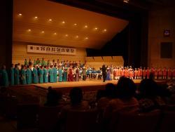 7.5:250:188:0:0:大舞台で。:right:1:1:宮良長包さんの音楽祭 偉大な八重山の音楽家です。:0: