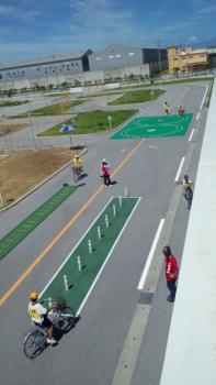 12:197:350:0:0:自転車競技手前ピン 、おく八の字、左ガタガタ:right:1:1:白線を踏まず、ピンを倒さず、・・:0: