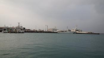 6.1:350:197:0:0:DSC0500:right:1:1:港は静か:0: