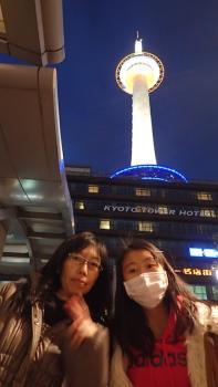 11.4:197:350:0:0:P2201082:right:1:1:京都タワーも いい感じ もちろん 豆乳ドーナッツゲットw:0: